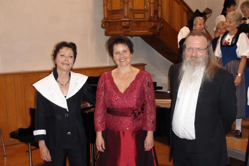 Manuela Garrido mit Trachtenchor Bern Mittelland 2012